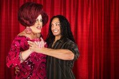 Mann-Tanzen mit Transvestiten Stockbilder