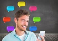 Mann am Telefon mit glänzenden Chatblasen Lizenzfreies Stockbild