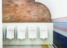 Mann-Toilettenraum der Toiletten öffentlich Stockbild