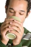 Mann-trinkender Kaffee lizenzfreies stockfoto