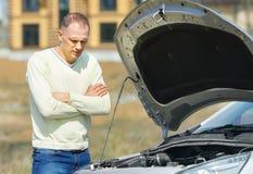 Mann und Auto Lizenzfreies Stockfoto