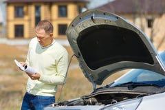 Mann und Auto Stockbilder