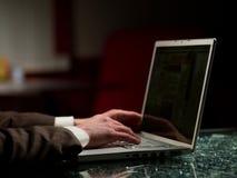 Mann und Computer Stockbilder