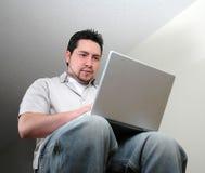Mann und computer-2 lizenzfreies stockfoto