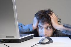 Mann und Computer Stockfotografie