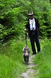 Mann und ein wildes Schwein Stockfotos