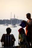 Mann und Frau auf adriatischer Küste Stockbilder