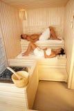 Mann und Frau in der Sauna lizenzfreie stockfotografie