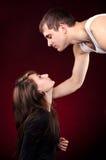 Mann und Frau, die einander betrachten Stockbilder