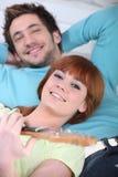 Mann und Frau, die sich entspannen Lizenzfreie Stockfotografie