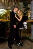Mann und Frau in einem Restaurant Lizenzfreie Stockbilder