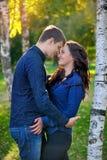 Mann und Frau im Park Lizenzfreie Stockbilder