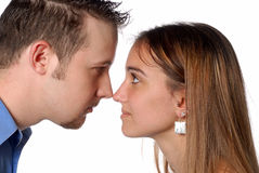 Mann und Frau riechen, um das Behandeln des Geschäfts zu riechen Lizenzfreies Stockbild