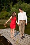 Mann und Frau sind Händchenhalten Lizenzfreie Stockfotos