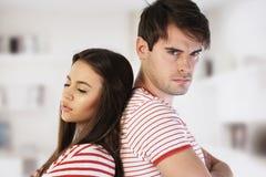 Mann und Frau zurück zu Rückseite lizenzfreies stockbild