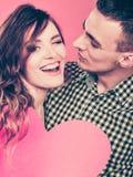 Mann und glückliche blinkende Frau Zu küssen Mann und Frau ungefähr Lizenzfreie Stockfotos