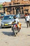 Mann und Kind auf einem Motorrad an Lizenzfreie Stockfotos