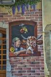 Mann und Kuh - gemalte Wand-Kunst Stockfotos