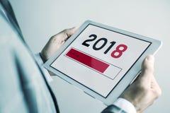 Mann und Nr. 2018, als das neue Jahr, in einer Tablette Lizenzfreies Stockbild