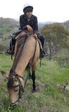 Mann und Pferd stockfotografie