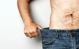 Mann verlieren Gewicht, Diät-gesundes Lebensmittel-Konzept lizenzfreies stockfoto