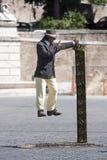 Mann verschoben in der Luft (Ausführender) Lizenzfreie Stockfotos