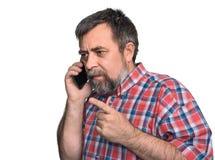 Mann von mittlerem Alter spricht an einem Handy Stockbilder