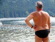 Mann am Wasser stockbilder