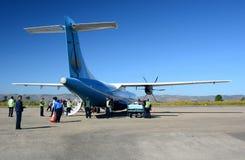 Mann Yadanarpon nivå som är klar för disembarkation av passagerare Heho flygplats Kalaw församling Taunggyi område Shantillstånd  royaltyfri foto