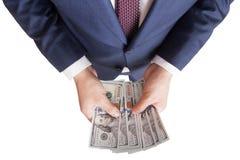 Mann zählt Geld im Handdollar USA Lizenzfreie Stockbilder