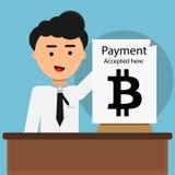 Mann zeigt Papier-bitcoin Zahlung, die hier angenommen wird Zukünftiges Konzept Lizenzfreie Stockfotografie
