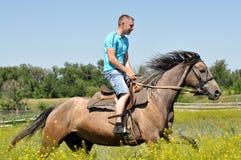 Mann zu Pferd Stockfoto