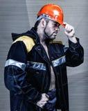 Mannarbeitskraft mit orange Sturzhelm Lizenzfreies Stockbild