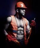 Mannarbeitskraft mit orange Sturzhelm Lizenzfreies Stockfoto