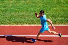 Mannathletenlauf, zum des großen Ergebnisses zu erzielen Wie Lauf schneller Geschwindigkeitstrainingsführer Weisen, Fahrgeschwind lizenzfreie stockbilder