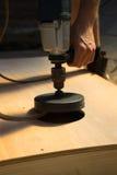 Mannausschnittloch DIY cornhole Brettnahaufnahme Lizenzfreies Stockfoto