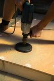 Mannausschnittloch DIY cornhole Brettprojekt Stockfotos