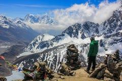 Mannblick in dem Himalaja, Nepal stockfotografie