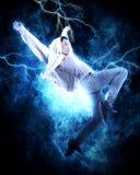 MannBreakdance auf Stromlichthintergrund Stockfotografie