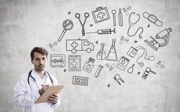 Manndoktor und medizinische Ikonen Lizenzfreies Stockbild