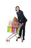 Manneinkaufen mit Supermarktkorbwarenkorb Stockfotos