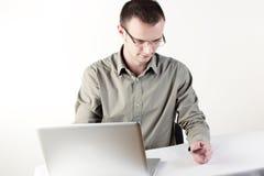 Manneinkaufen Online Stockfotografie
