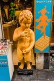 Manneken Pis的塑料复制品 免版税图库摄影