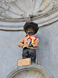 Manneken Pis tilldelade en ny dräkt Royaltyfri Foto