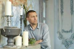 Mannelijk model in Vrijetijdskleding Stock Fotografie