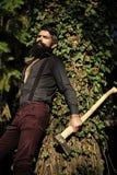 Mannelijk registreerapparaat in bos royalty-vrije stock foto