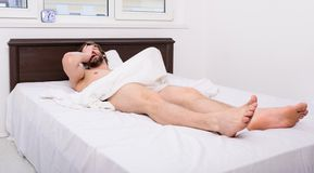 Mannelijk reproductief systeem Waarom de mensen ochtendbouw krijgen De normale bouw komt voor Het torso van de macho het sexy ker stock foto