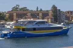 MANNELIJK, 19TH Australië-DECEMBER 2013: De Mannelijke Snelle Veerboot die Mannelijke haven voor Cirkelkade verlaten. De snelle ve stock afbeelding