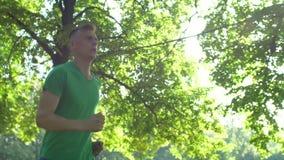 Mannelijke agentjogging het leven gezonde actieve levensstijl stock videobeelden