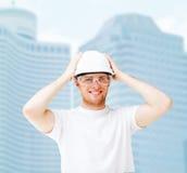 Mannelijke architect in helm met veiligheidsbril Stock Afbeeldingen